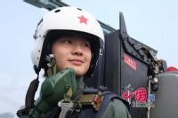 首批战斗机女飞行员:不爱红装爱武装