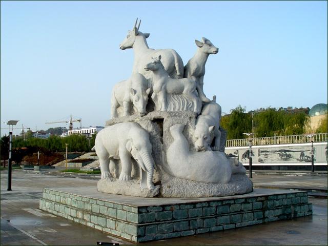 给史前动物做雕塑是一件很有意思的事.