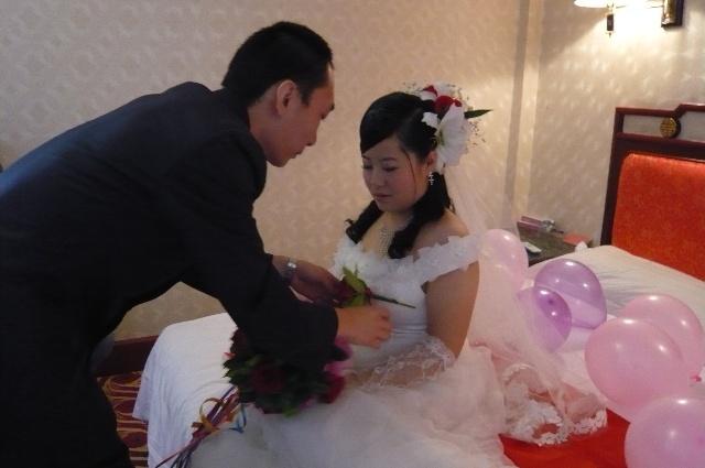 结婚红纸包糖图解