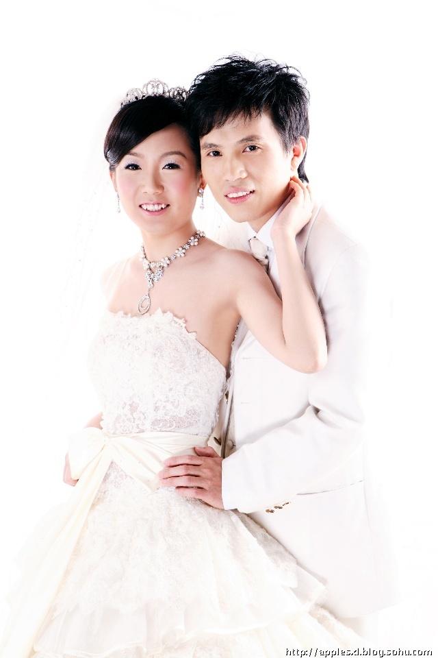 很可爱          其实 似乎穿什么婚纱在身上 都觉得挺漂亮的