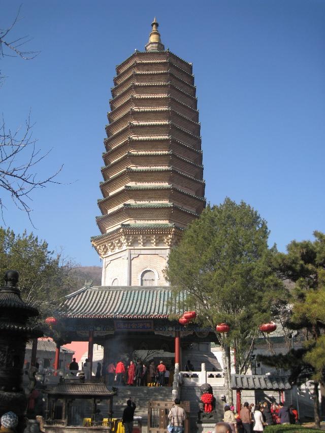 灵光寺内原有五进庙堂