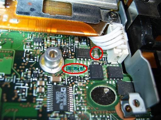 此次检测的重中之重(红色圆圈处)保险电阻和保险管.
