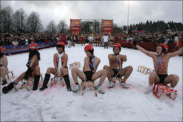 裸体�y.�9f_世界首届裸体滑雪大赛\