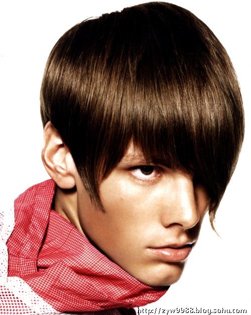 将披头士著名的mop-top发型融入现时时髦的运动style