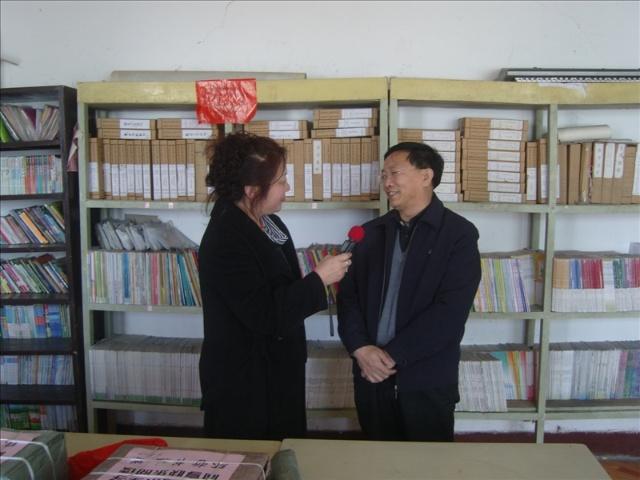 """...世界读书日\"""".   来自我市的几位作家不但为乌额格其小学捐赠..."""