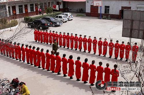 扎兰屯市第六中学 网校文章 教师频道 教师博客 女教师集体做礼仪小图片