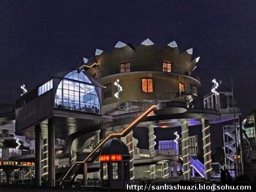 上海世博园区世博轴雕塑艺术长廊