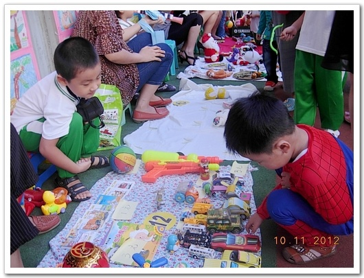 """幼儿园之""""跳蚤""""小市场活动"""