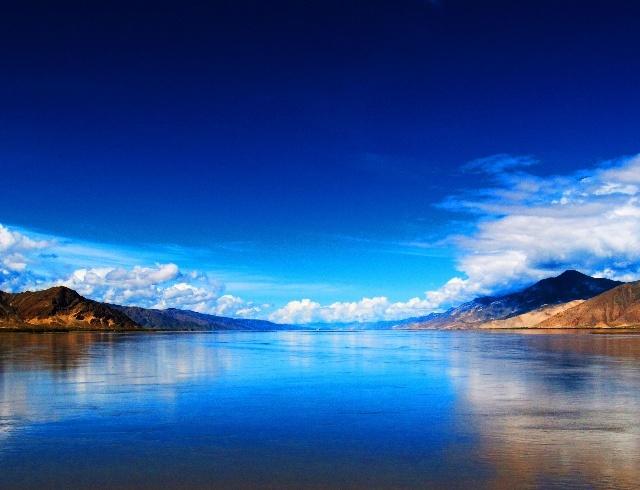 风景水粉画笔触蓝色