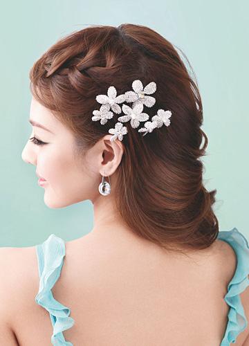 充满优雅慵懒感的新娘发型