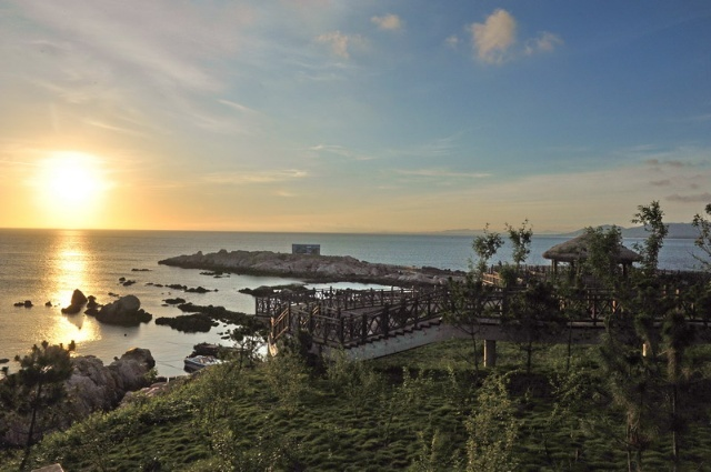 在胡杨兄的带领下,到烟台,威海,蓬莱兜了一圈,当时也曾经来养马岛游览
