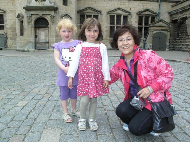 这是我们看到的外国孩子里最漂亮的两个小姑娘.