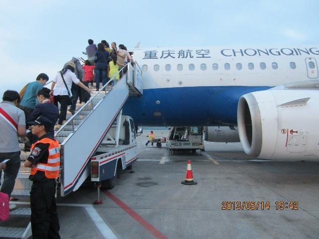 乘坐沈阳---重庆cz6415航班,到重庆后又转机前往西双版纳,大约晚上10